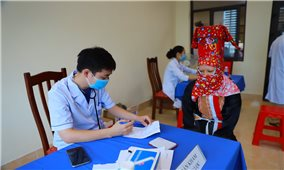 """Bình Liêu (Quảng Ninh): Đồng bào DTTS """"rủ nhau"""" đi tiêm vắc xin phòng Covid-19"""