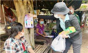 Tuyên truyền lưu động phòng, chống dịch Covid-19 bằng tiếng Khmer