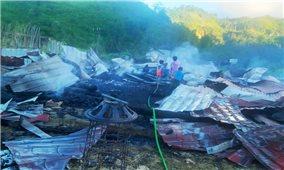 Quảng Nam: Cháy nhà trong đêm, vợ chồng thầy giáo người Cơ Tu trắng tay