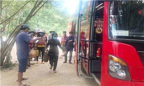 Khánh Hòa tổ chức đưa gần 300 lao động người dân tộc thiểu số Hrê về quê Quảng Ngãi