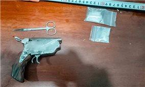 Bắt giữ đối tượng vận chuyển ma túy và súng tự chế