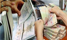 """Lãi suất trái phiếu cao """"hút"""" khách ngân hàng: """"Cục nợ"""" ai gánh?"""