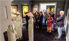 Doanh nhân Hà Lan tổ chức triển lãm tranh Việt