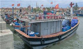 Các tỉnh miền Trung gấp rút sơ tán dân, kêu gọi tàu thuyền vào bờ tránh trú bão số 5