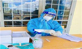 Nữ sinh kể chuyện test COVID-19 ở buôn làng vùng sâu