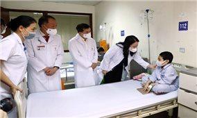 Phó Chủ tịch nước thăm, tặng quà cho bệnh nhi nhân dịp Tết Trung Thu