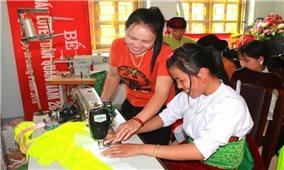 Học nghề giúp phụ nữ dân tộc thiểu số thoát nghèo