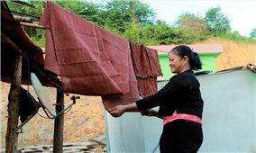 Cách nhuộm vải của người Ơ Đu