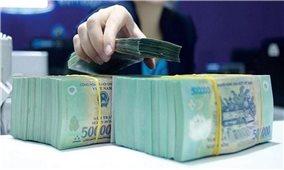 Nhiều ngân hàng tiếp tục hạ lãi suất huy động