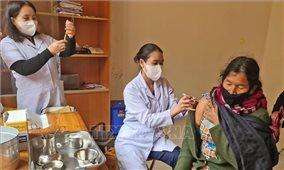 Đồng bào Cơ Ho ở Lâm Đồng phấn khởi tiêm vaccine phòng dịch COVID-19