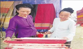 Hồi sinh nghề thổ cẩm ở Con Cuông