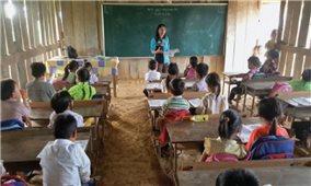 Giữ gìn chữ viết dân tộc Mông: Cách làm hay ở Kỳ Sơn
