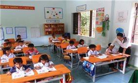Tập trung nguồn lực phổ cập giáo dục vùng khó khăn
