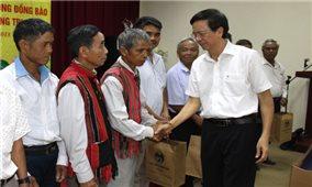 Thứ trưởng, Phó Chủ nhiệm Phan Văn Hùng gặp mặt Đoàn đại biểu người có uy tín tỉnh Quảng Trị