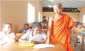Trà Vinh hỗ trợ dạy và học chữ Khmer trong nhà chùa