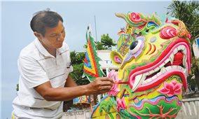 Người vẽ thuyền đua ở đảo Lý Sơn