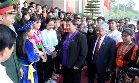 Phó Chủ tịch Thường trực Quốc hội Tòng Thị Phóng gặp mặt học sinh, sinh viên dân tộc thiểu số xuất sắc tiêu biểu năm 2017