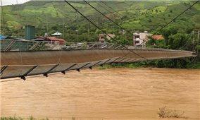 Hàng nghìn người dân bị ảnh hưởng vì cầu treo tuột cáp