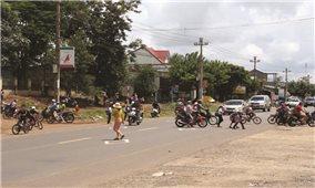 Hiểm nguy rình rập học sinh trên các tuyến quốc lộ ở Đăk Lăk