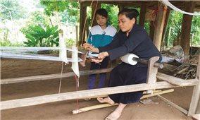 Người giữ nghề dệt ở Piềng Lán