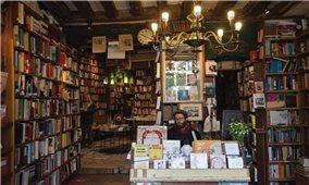 Thư viện sách cổ bên bờ sông Seine