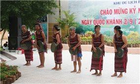 Khôi phục lại trang phục truyền thống của dân tộc Chơ Ro