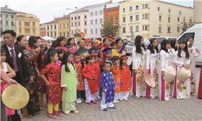 """Người Việt ở Cộng hòa Séc: Luôn ấm áp hai tiếng """"đồng bào"""""""