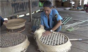 Giữ nghề đan lát truyền thống của đồng bào vùng cao