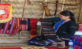 Hồi sinh nghề dệt thổ cẩm truyền thống của đồng bào Pa Cô, Vân Kiều