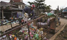 Người dân tự đóng phí để thu gom rác thải