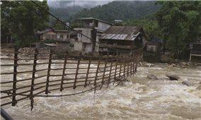 """Lào Cai: Nỗi lo từ những quả """"bom nước"""""""