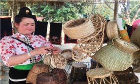 Nà Tấu (Điện Biên): Giữ truyền thống làng nghề mây tre đan