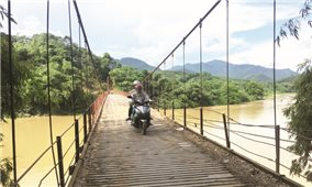 Hiểm họa rình rập trên những cây cầu treo xuống cấp