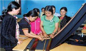 Giáo dục tại chỗ-Giải pháp nâng cao trình độ cho phụ nữ