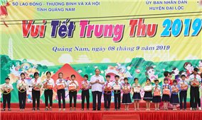 Thủ tướng tặng quà Trung thu cho trẻ em nghèo