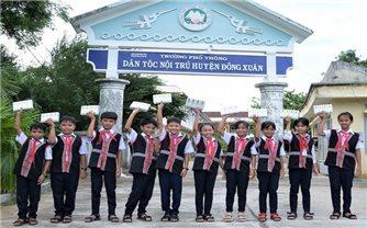 Quỹ sữa vươn cao Việt Nam và Vinamilk trao tặng 83.400 ly sữa cho trẻ em có hoàn cảnh khó khăn tỉnh Phú Yên