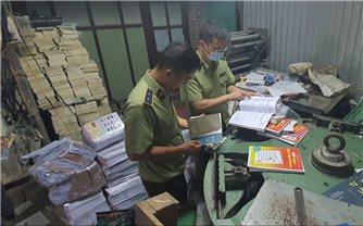 Thu giữ hàng tấn sách thành phẩm giả NXB Giáo dục Việt Nam tại Hà Nội