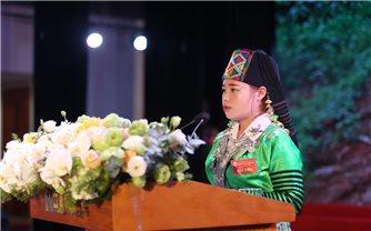 Cô giáo người Mông và hành trình khiến 100% trẻ ở vùng đất