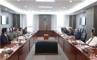 Bộ trưởng, Chủ nhiệm UBDT Đỗ Văn Chiến tiếp Giám đốc quốc gia Ngân hàng Phát triển Châu Á tại Việt Nam