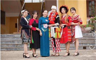 Cô giáo Đặng Thị Hường với hoạt động bảo tồn văn hóa
