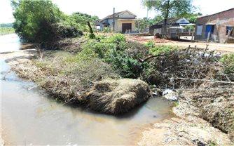 Khắc phục tình trạng sạt lở bờ sông trên địa bàn tỉnh Bình Định: Thiếu kinh phí, địa phương bó tay!