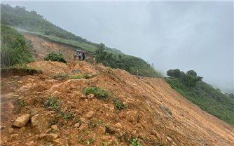 Quảng Ngãi: Di dời khẩn cấp nhiều hộ dân do sạt lở núi