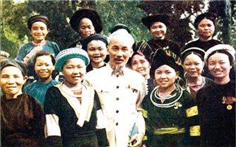 Bác Hồ với đồng bào các dân tộc Việt Nam