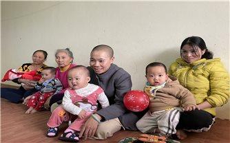 Sư thầy cưu mang hàng chục đứa trẻ mồ côi ở Thanh Hóa