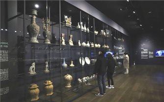 """Giới thiệu """"Dòng chảy gốm sứ văn hóa Việt Nam"""" tại Hàn Quốc"""