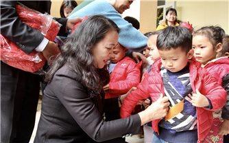 Thứ trưởng, Phó Chủ nhiệm Hoàng Thị Hạnh chúc Tết tại tỉnh Thanh Hóa