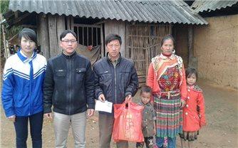 Mang Tết đến với học trò nghèo nơi bản làng vùng cao