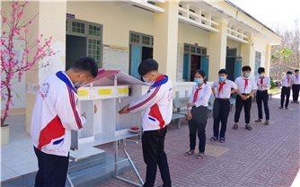 """""""Thiết bị rửa tay tự động"""" giúp phòng dịch Covid-19 trong trường học"""