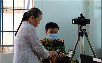 Lâm Đồng làm thẻ căn cước công dân gắn chíp điện tử lưu động cho người dân vùng sâu