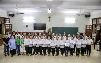 Quỹ Khởi nghiệp Xanh Việt Nam trao Học bổng Dế Mèn tại Tiểu chủng Viện làng Sông